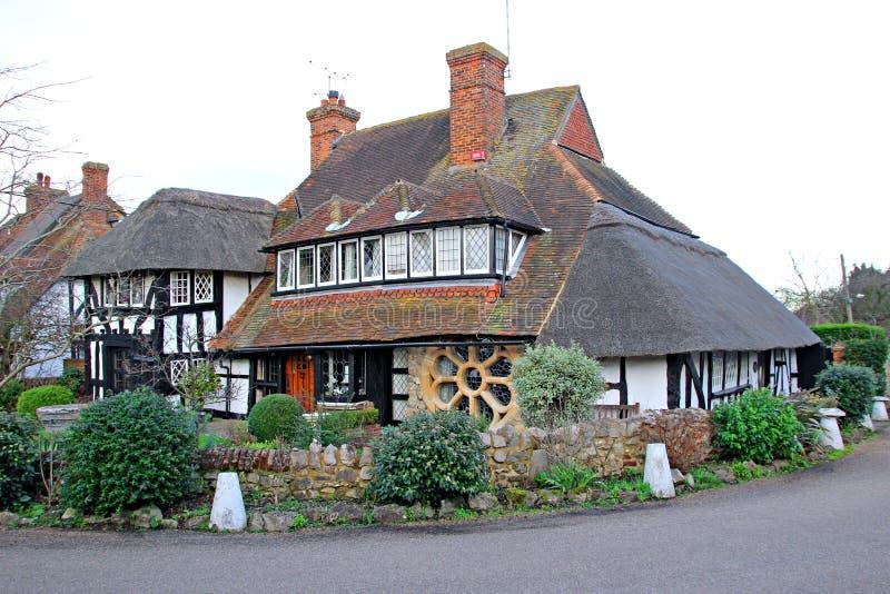 Εξοχικό σπίτι του Κεντ ξυλείας tudor Thatched στοκ εικόνα με δικαίωμα ελεύθερης χρήσης