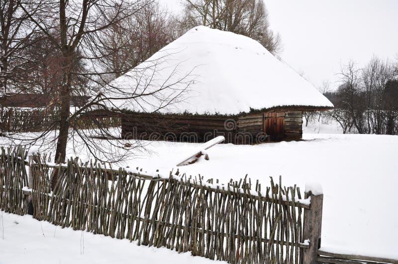 Εξοχικό σπίτι χώρας το χειμώνα στοκ φωτογραφίες με δικαίωμα ελεύθερης χρήσης