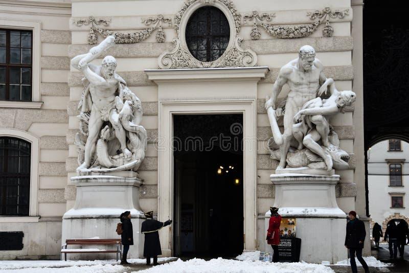 Εξωτερικά αγάλματα προσόψεων παλατιών Hofburg στοκ εικόνες με δικαίωμα ελεύθερης χρήσης