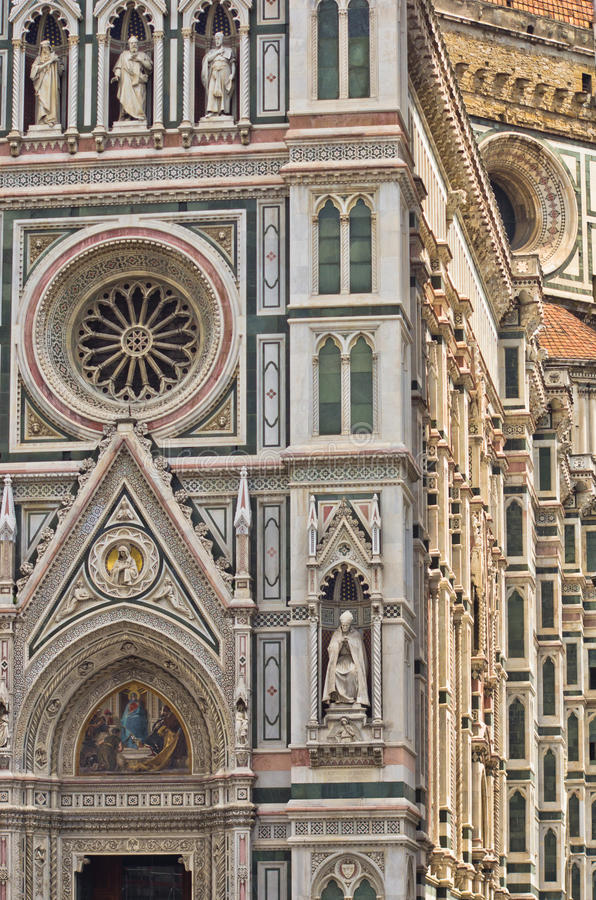 Εξωτερικές λεπτομέρειες του καθεδρικού ναού της Σάντα Μαρία del Fiore στη Φλωρεντία, Τοσκάνη στοκ εικόνες