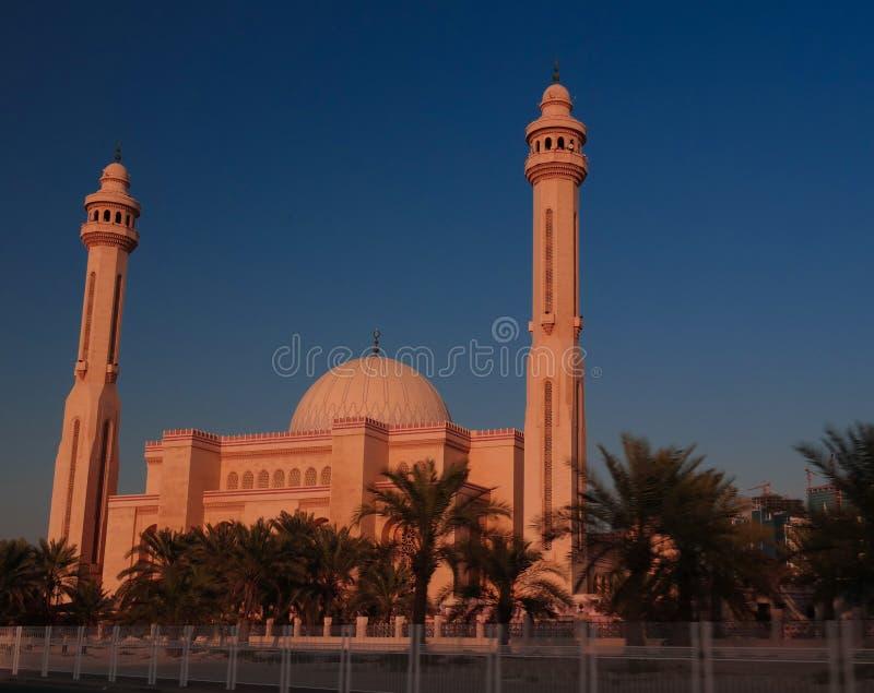 Εξωτερική άποψη στο μουσουλμανικό τέμενος Al Fateh, Manama, Μπαχρέιν στοκ εικόνες