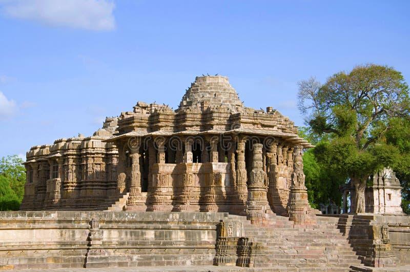 Εξωτερική άποψη του ναού ήλιων Η χτισμένη το 1026-27 ΑΓΓΕΛΙΑ κατά τη διάρκεια βασιλεύει Bhima Ι της δυναστείας Chaulukya, Modhera στοκ εικόνα με δικαίωμα ελεύθερης χρήσης