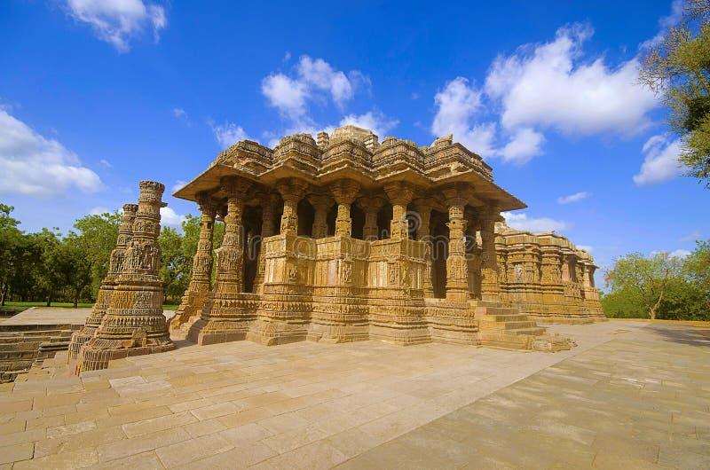 Εξωτερική άποψη του ναού ήλιων στις όχθεις του ποταμού Pushpavati Χτισμένη το 1026-27 ΑΓΓΕΛΙΑ, χωριό Modhera της περιοχής Mehsana στοκ εικόνα με δικαίωμα ελεύθερης χρήσης