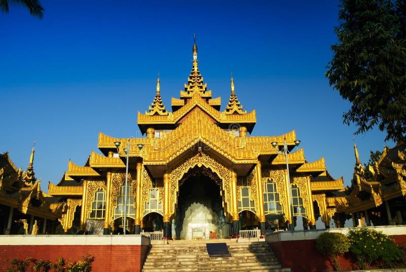 Εξωτερική άποψη του ναού Chaukhtatgyi Βούδας, Yangon το Μιανμάρ στοκ εικόνες