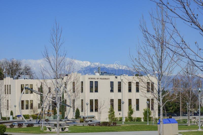 Εξωτερική άποψη του σχολείου του κτηρίου φαρμακείων στο Loma Linda πανεπιστήμιο στοκ εικόνες