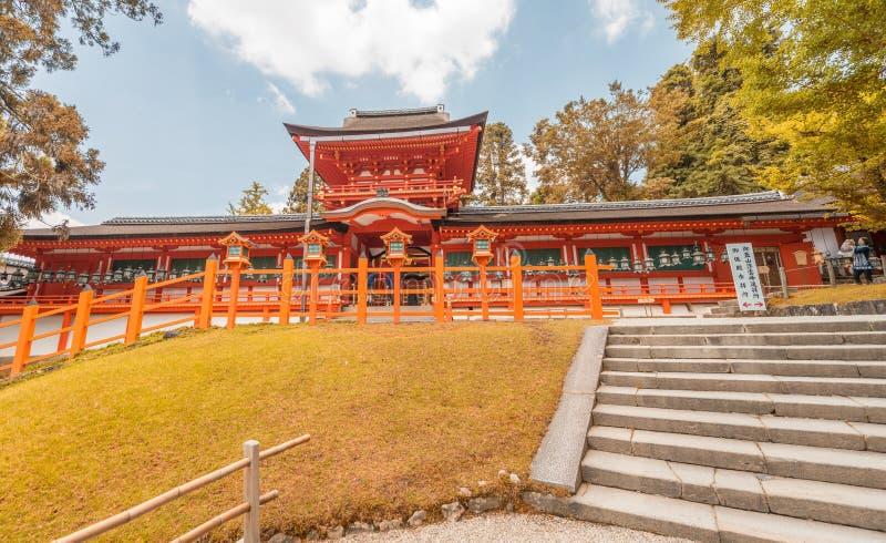 Εξωτερική άποψη των λαρνάκων Kasuga που περιβάλλεται από τα δέντρα - Νάρα, Ιαπωνία στοκ φωτογραφίες με δικαίωμα ελεύθερης χρήσης
