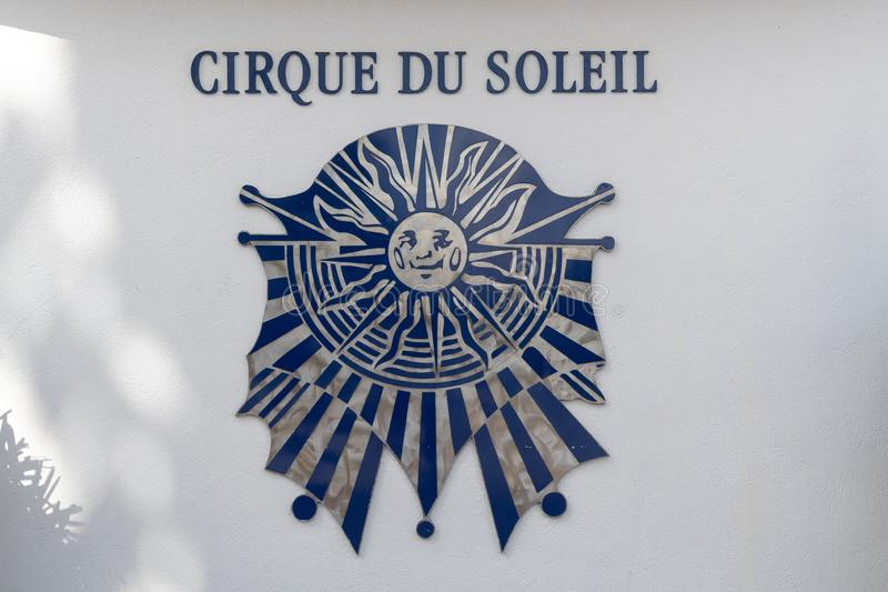 Εξωτερική εικόνα του Cirque du Soleil σημαδιού λογότυπων στοκ φωτογραφίες