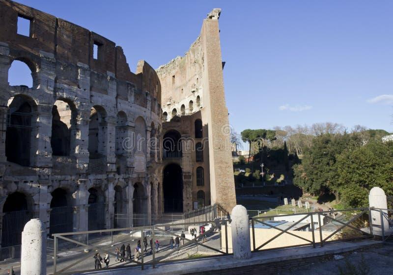 Εξωτερικοί και εσωτερικοί τοίχοι Colosseum στη Ρώμη στοκ εικόνες με δικαίωμα ελεύθερης χρήσης
