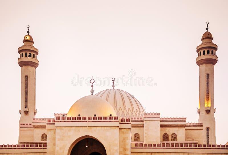 Εξωτερικό του μεγάλου μουσουλμανικού τεμένους Al Fateh το βράδυ manama του Μπαχρέιν στοκ φωτογραφίες με δικαίωμα ελεύθερης χρήσης