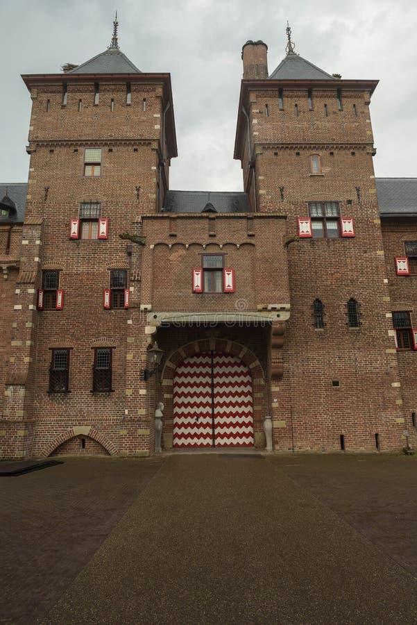 Εξωτερικό των μερών de Haar Castle με τους πύργους και τα παράθυρα στο νεω γοτθικό ύφος στοκ φωτογραφίες
