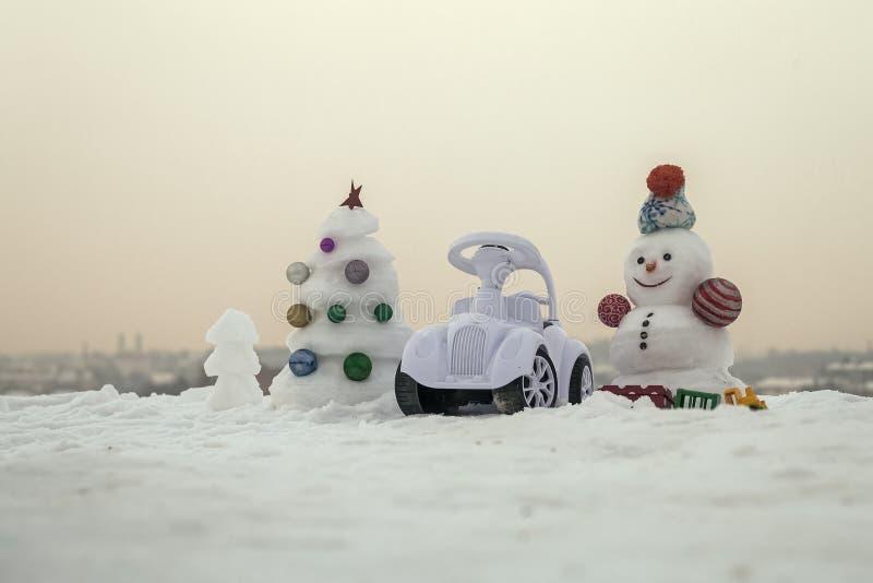 εξωτικός γίνοντας ωκεάνιος χιονάνθρωπος άμμου παραλιών ανασκόπησης τροπικές διακοπές άσπρος χειμώνας Χριστουγεννιάτικο δέντρο και στοκ φωτογραφίες με δικαίωμα ελεύθερης χρήσης