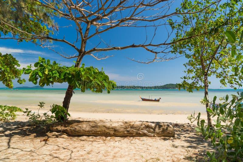 Εξωτικός κόλπος Rawai στο νησί Phuket στοκ εικόνα με δικαίωμα ελεύθερης χρήσης