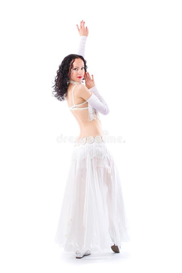 Εξωτικός νέος χορευτής κοιλιών στοκ εικόνα με δικαίωμα ελεύθερης χρήσης