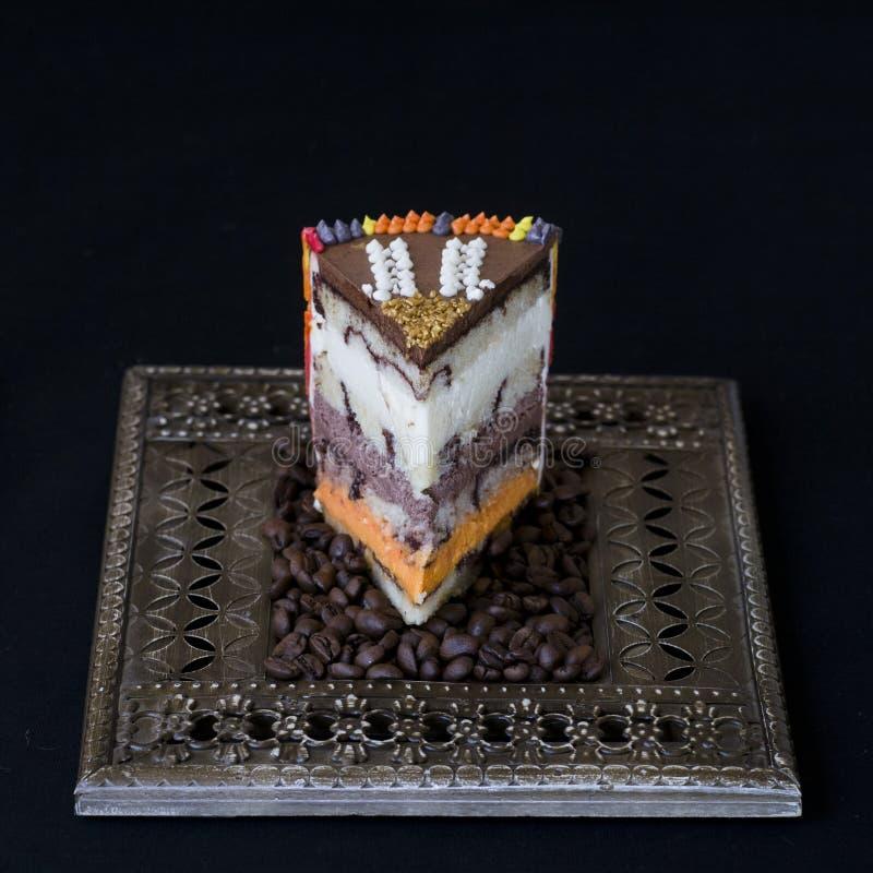 Εξωτικό κέικ με τρία είδη mousse στοκ φωτογραφία με δικαίωμα ελεύθερης χρήσης