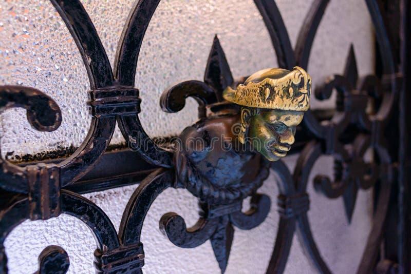 Εξόγκωμα πορτών με μορφή του προσώπου ενός αφρικανικού ατόμου Βενετία, Ιταλία στοκ εικόνα με δικαίωμα ελεύθερης χρήσης