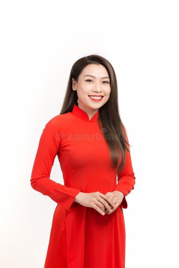 Εορτασμοί για την Σεληνιακή Πρωτοχρονιά Πορτρέτο Βιετναμέζας με φόρεμα ao dai στοκ φωτογραφία