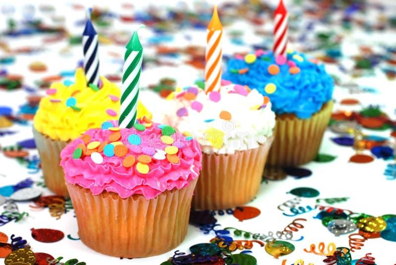 εορτασμός κεριών cupcakes στοκ εικόνες