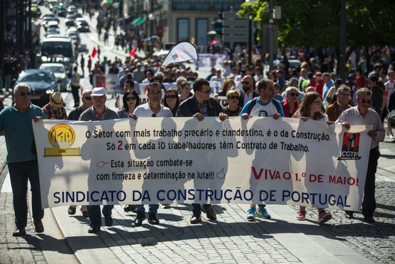 Εορτασμός της ημέρας Μαΐου στο κέντρο του Οπόρτο Γενική συνομοσπονδία των πορτογαλικών εργαζομένων, που συνδέεται με το κομμουνισ στοκ εικόνες