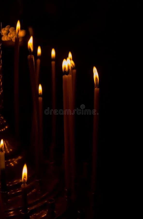 Εορταστικά κηροπήγια κεριών και εκκλησιών Πάσχας στοκ εικόνες με δικαίωμα ελεύθερης χρήσης