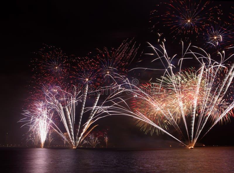 εορταστικά πυροτεχνήματ& στοκ φωτογραφία με δικαίωμα ελεύθερης χρήσης