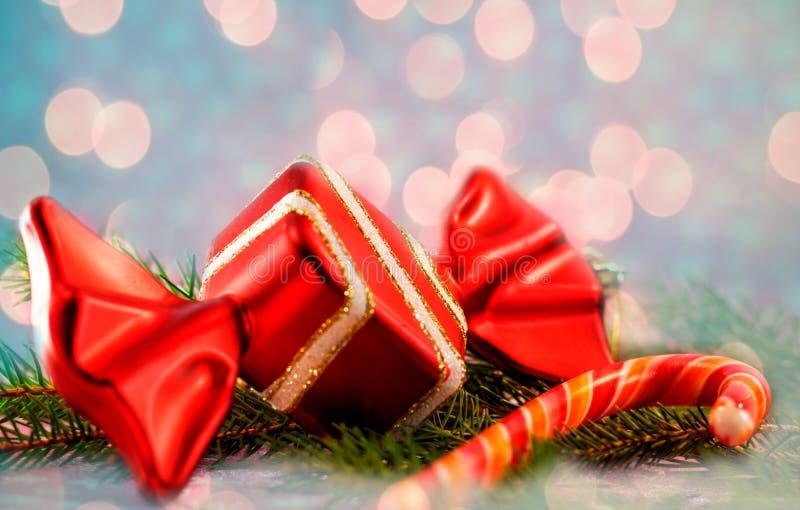 Εορταστικά σπιτικά διακοσμημένα γλυκά Χριστουγέννων Κόκκινη καραμέλα στοκ φωτογραφίες με δικαίωμα ελεύθερης χρήσης