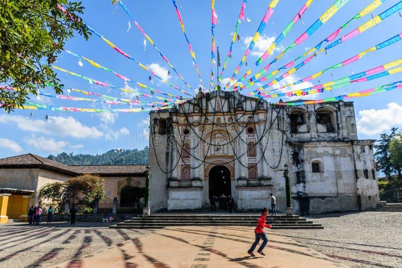 Εορταστική εκκλησία κοντά στη Αντίγκουα, Γουατεμάλα στοκ φωτογραφίες