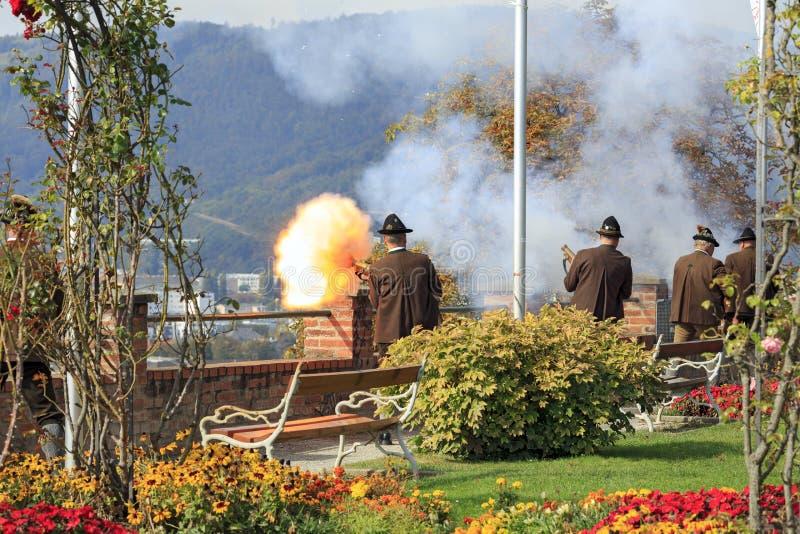 Εορταστικός πυροβολισμός στο κάστρο Schlossberg Αυστρία Γκραζ στοκ εικόνες