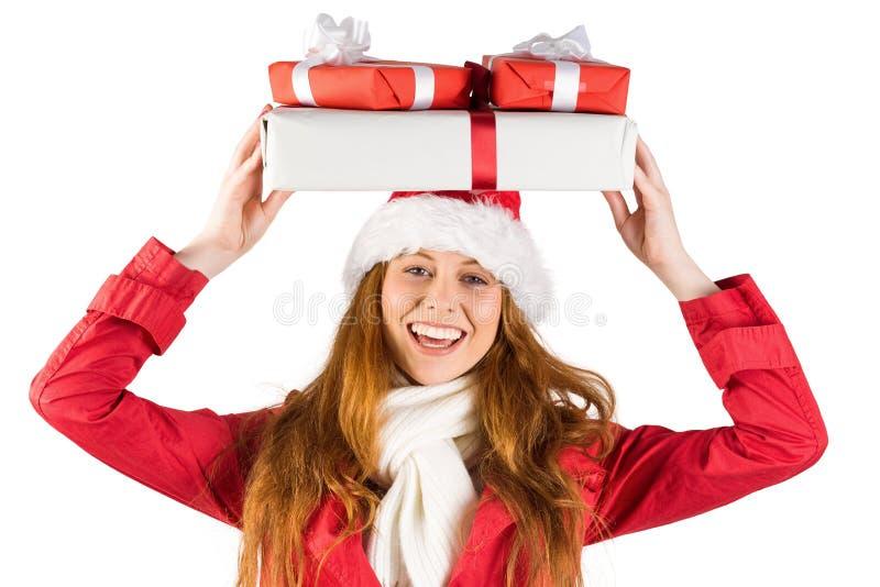 Εορταστικός redhead σωρός εκμετάλλευσης των δώρων στοκ φωτογραφίες
