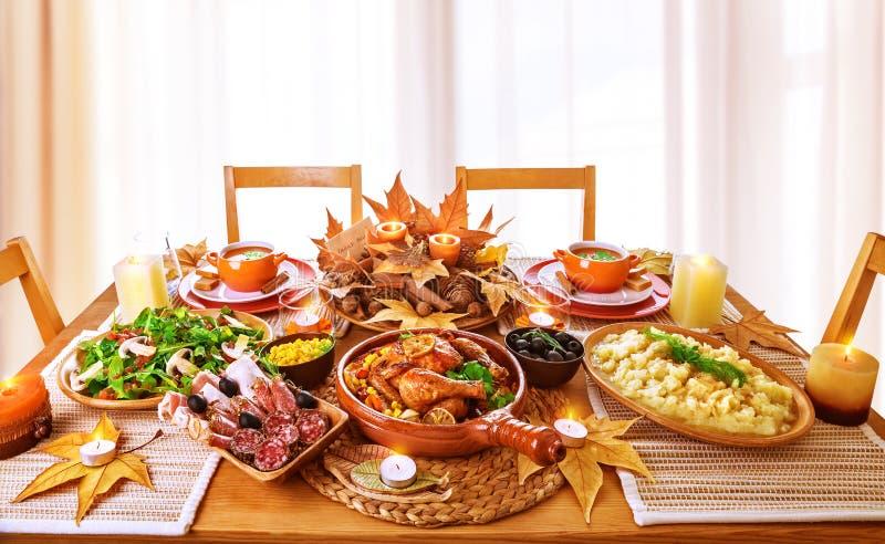 Εορταστικό γεύμα στοκ εικόνες με δικαίωμα ελεύθερης χρήσης