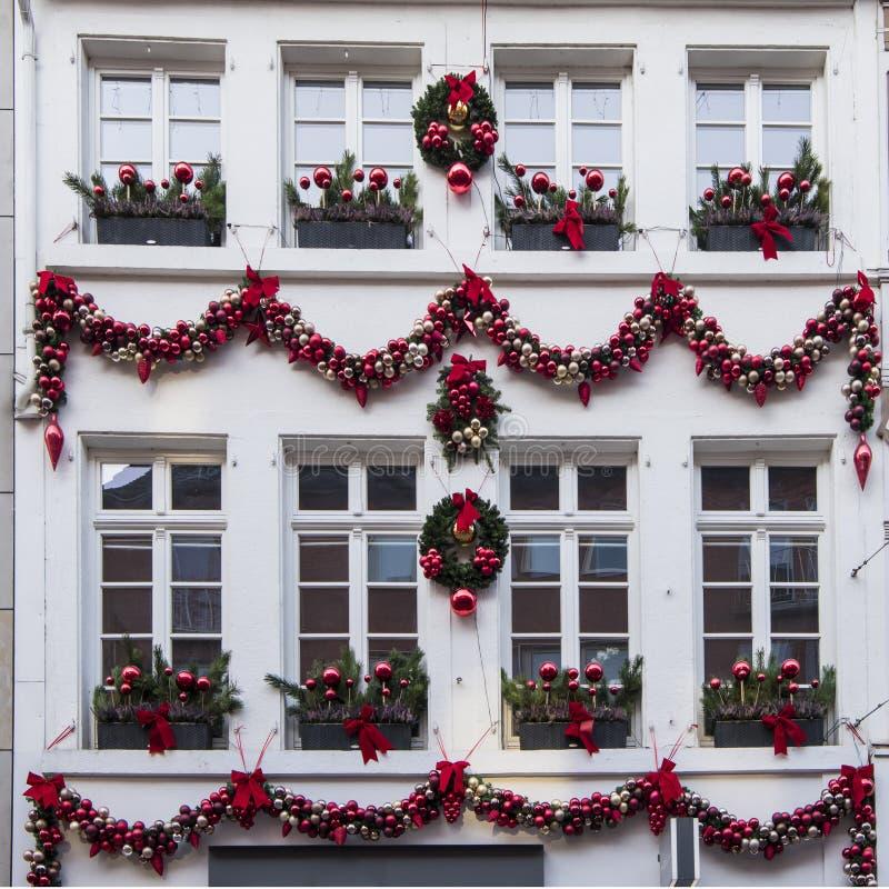 Εορταστικό διακοσμημένο σπίτι στο χρόνο Χριστουγέννων στοκ φωτογραφία