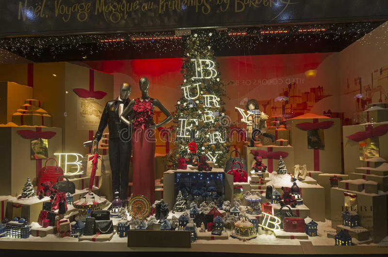 Εορταστικό παράθυρο που ντύνει στο πολυκατάστημα για τα Χριστούγεννα στοκ φωτογραφίες
