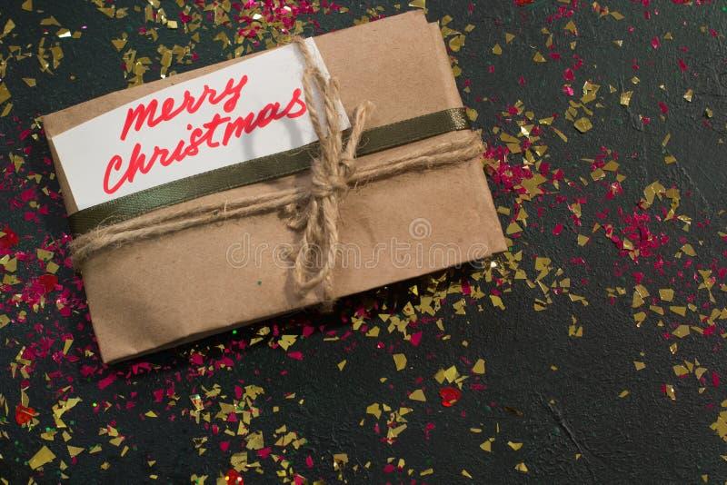 Εορταστικό σκηνικό του χριστουγεννιάτικου δώρου στοκ εικόνα