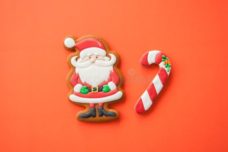 Εορταστικό υπόβαθρο έννοιας Χριστουγέννων Κάλαμοι Santa και καραμελών από στοκ φωτογραφίες