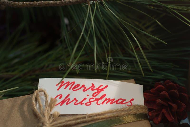 Εορταστικό υπόβαθρο του χαιρετισμού Χαρούμενα Χριστούγεννας στοκ εικόνα