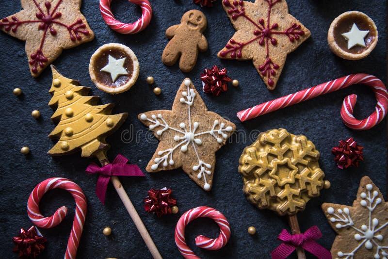 Εορταστικό υπόβαθρο τροφίμων γλυκών Χριστουγέννων στοκ εικόνα