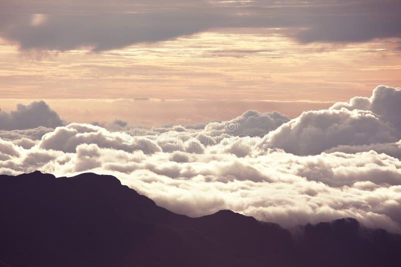 Download επάνω από τα σύννεφα στοκ εικόνες. εικόνα από αποχής - 62724970