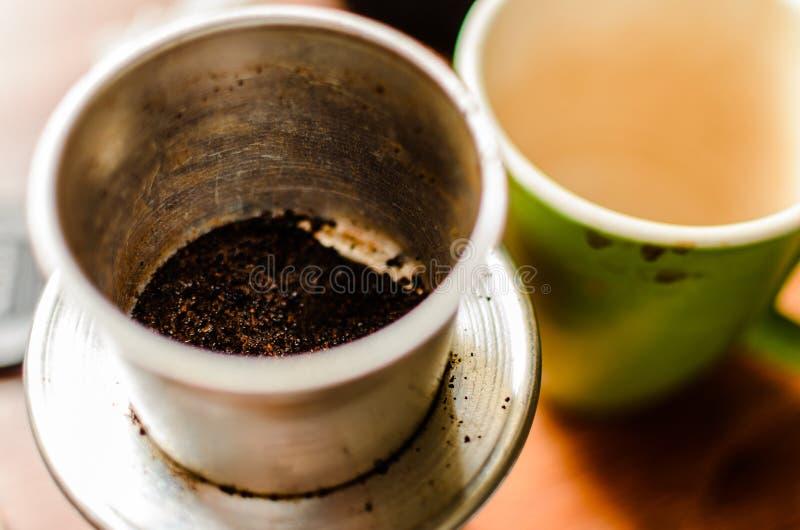 Επάνω από την άποψη των λόγων καφέ sed στη σταλαγματιά και το φλυτζάνι καφέ στοκ φωτογραφία με δικαίωμα ελεύθερης χρήσης