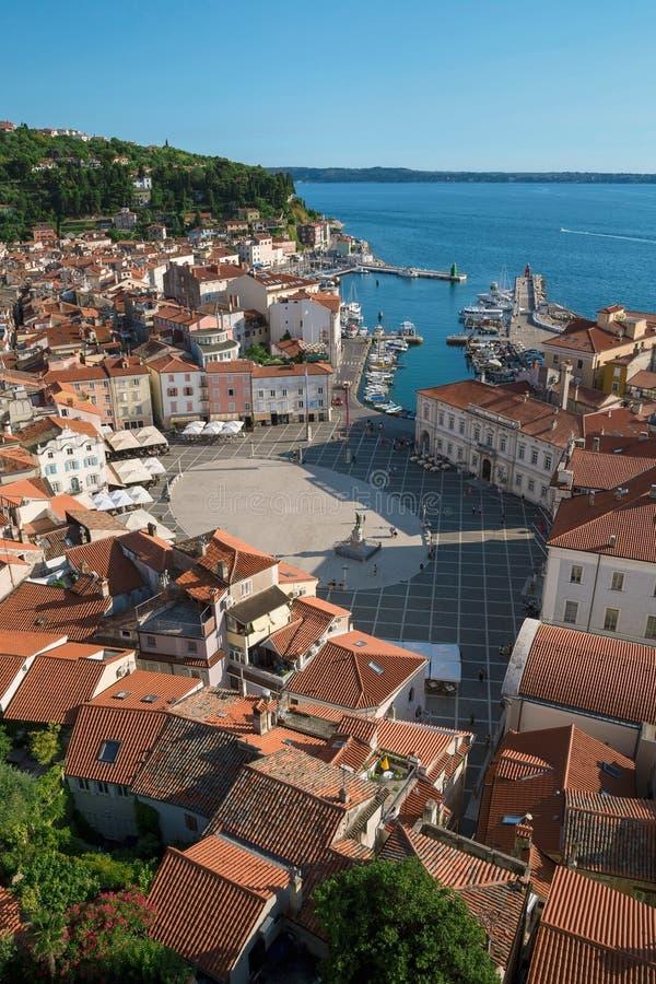 Επάνω από την άποψη Piran με το λιμένα και την πλατεία Tartini, Σλοβενία στοκ φωτογραφία με δικαίωμα ελεύθερης χρήσης