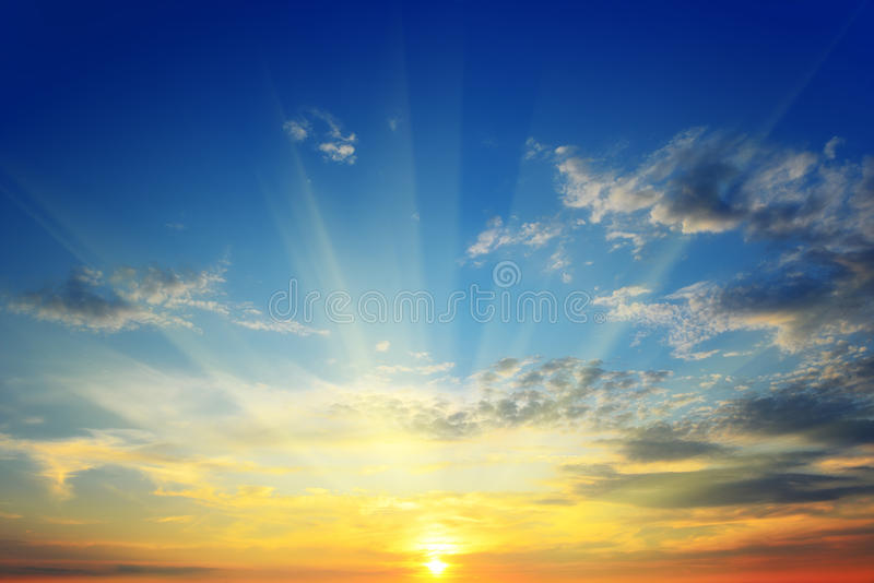 επάνω από τον ήλιο οριζόντων στοκ εικόνα με δικαίωμα ελεύθερης χρήσης