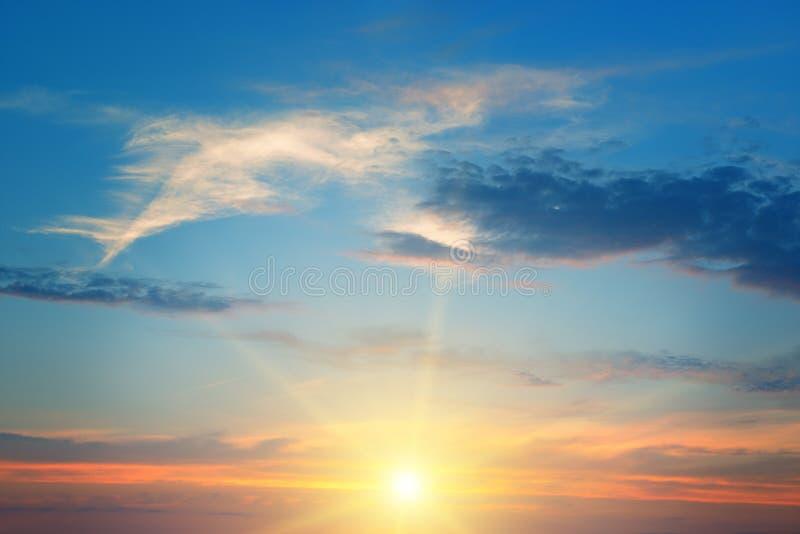 επάνω από τον ήλιο οριζόντων στοκ εικόνες