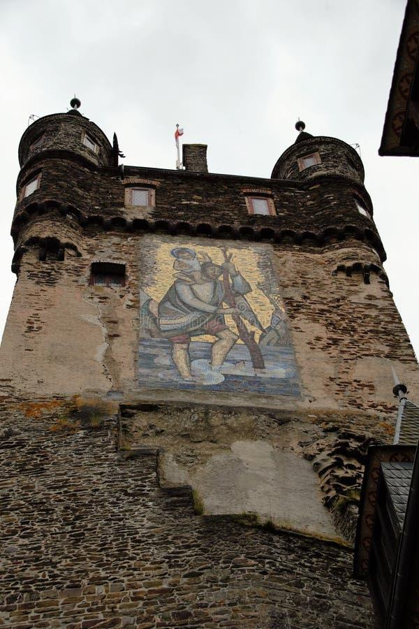 επάνω από το κάστρο οικοδόμησης cochem συνεχίστε την Ευρώπη Γερμανία γοτθικός τοποθετημένος λόφος Μοζέλλας που ο νεω σημαντικός π στοκ εικόνα