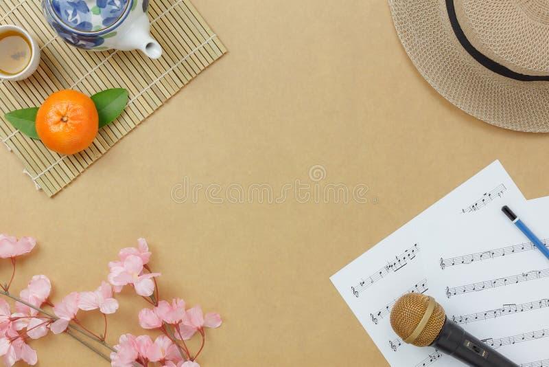 Επάνω από το κινεζικό & σεληνιακό νέο έτος άποψης με το υπόβαθρο έννοιας εγγράφου σημειώσεων φύλλων μουσικής στοκ φωτογραφία με δικαίωμα ελεύθερης χρήσης