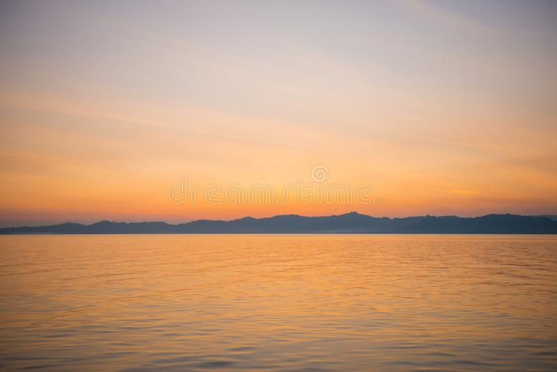 επάνω από το όμορφο ηλιοβασίλεμα θάλασσας στοκ φωτογραφία με δικαίωμα ελεύθερης χρήσης