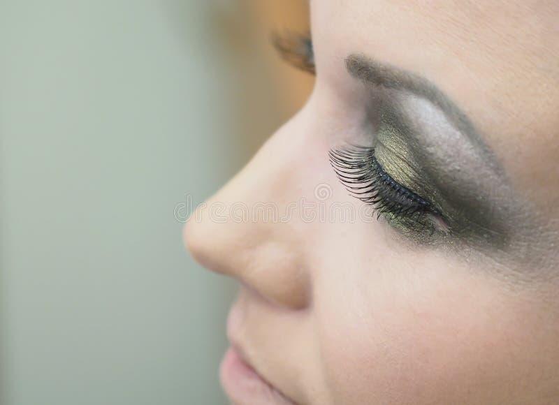 Επέκταση Eyelash Το μάτι μιας γυναίκας με τα μαστίγια στοκ εικόνα