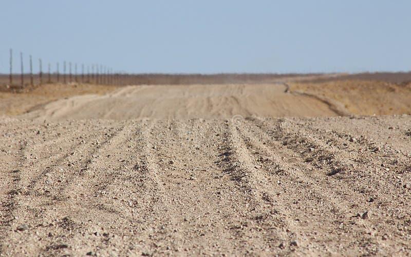 Επίγειος δρόμος μέσω της ερήμου στοκ φωτογραφία με δικαίωμα ελεύθερης χρήσης