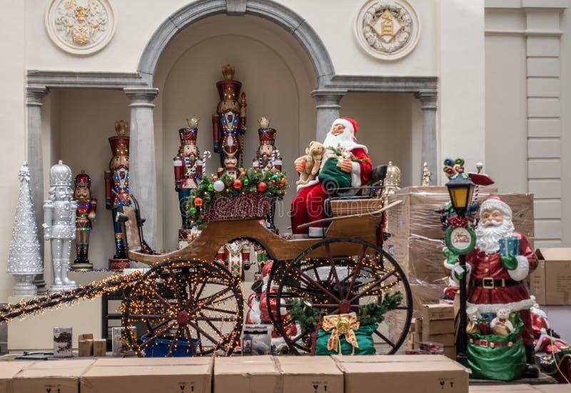 Επίδειξη Άγιου Βασίλη και μεταφορών στο κατάστημα Χριστουγέννων, μπελ της Αμβέρσας στοκ εικόνες