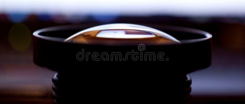 Επίδειξη ενός ευρύ χειρωνακτικού φακού γωνίας κινηματογράφηση σε πρώτο πλάνο 20 χιλ. στην πλευρά στοκ φωτογραφία
