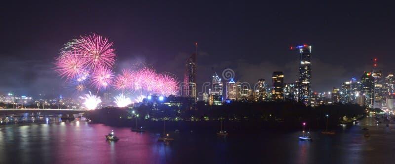 Επίδειξη πυροτεχνημάτων επάνω από το Μπρίσμπαν Queensland Αυστραλία στοκ εικόνες