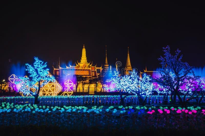 Επίδειξη του τομέα λουλουδιών των καμμένος οδηγήσεων κατά τη διάρκεια του εορτασμού του βασιλιά Rama Χ coronation σε Sanam Luang στοκ εικόνες