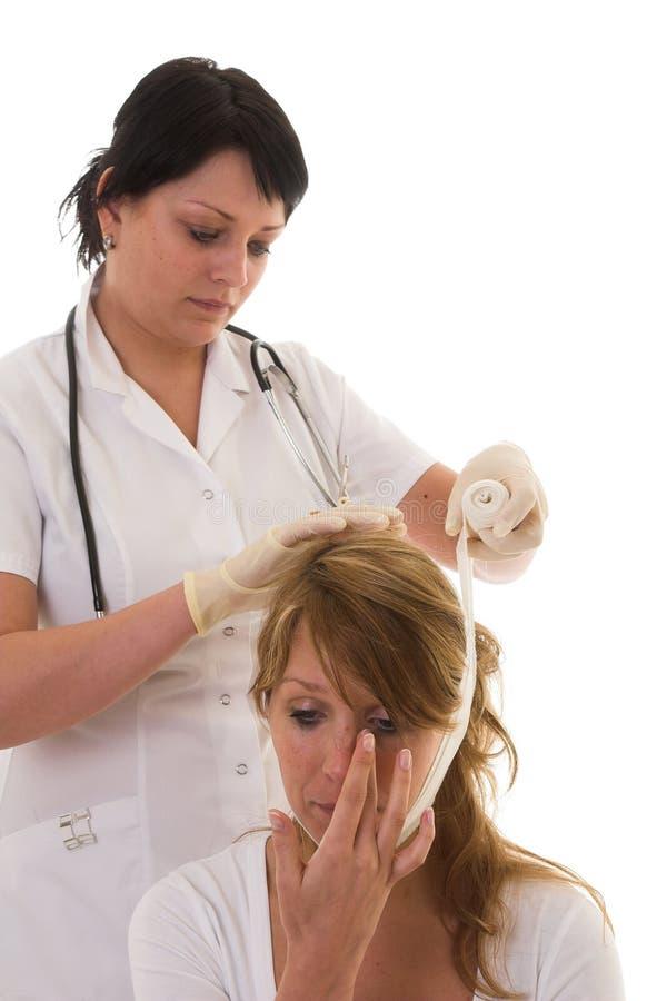 επίδεση του ασθενή νοσ&omicro στοκ εικόνα με δικαίωμα ελεύθερης χρήσης
